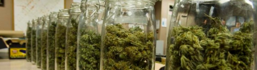 Drying weed in jars